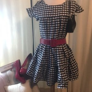 Vivid black and white short dress